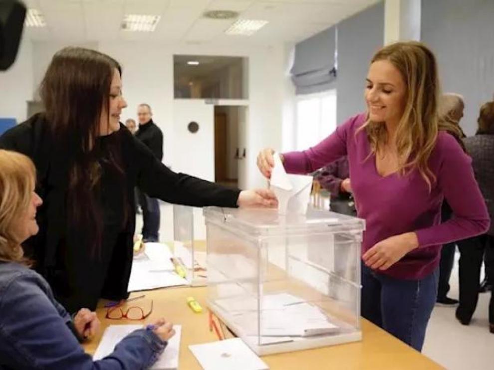 Susana Sumelzo vota en Ejea de los Caballeros.