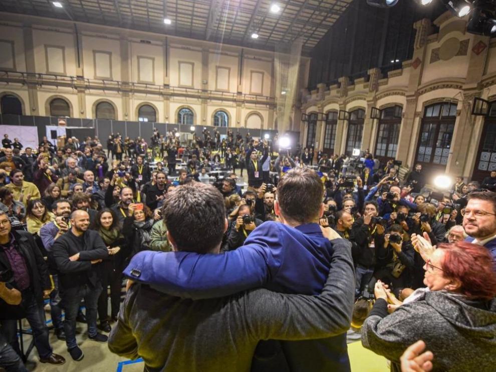Imagen del tuit de Junqueras con las celebraciones de ERC tras las elecciones.