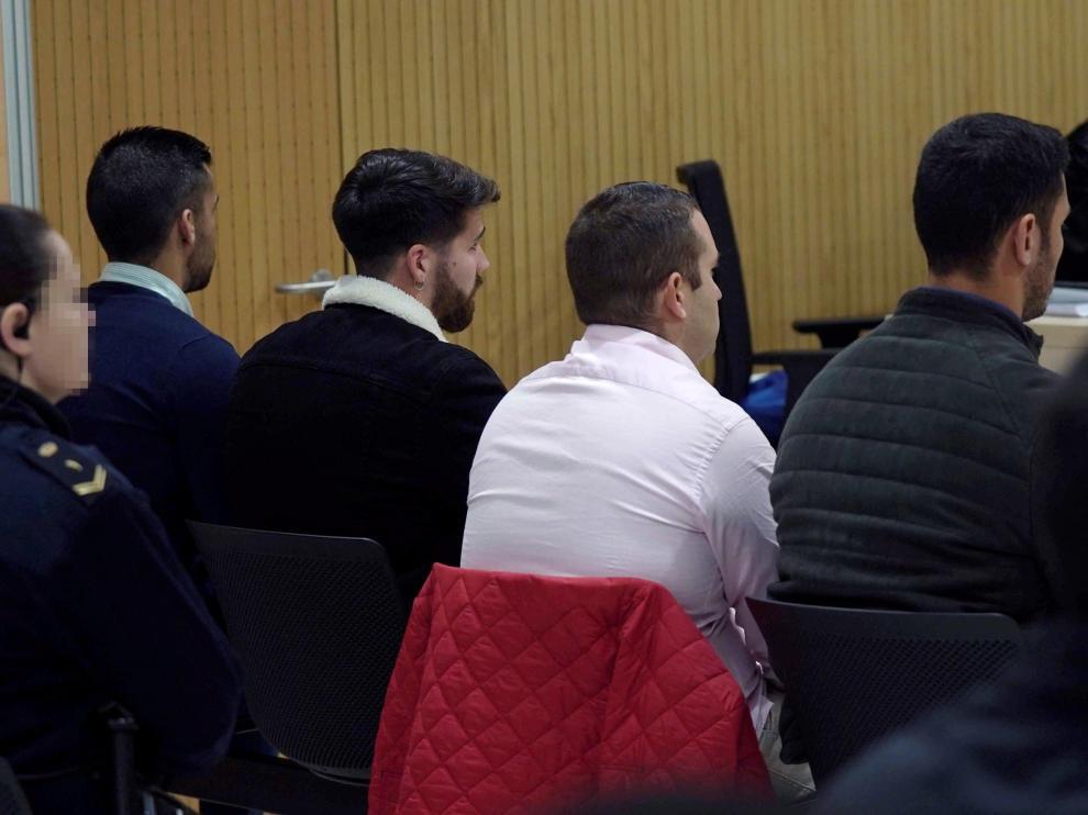 Cuatro de los miembros de La Manada, este lunes ante el tribunal.