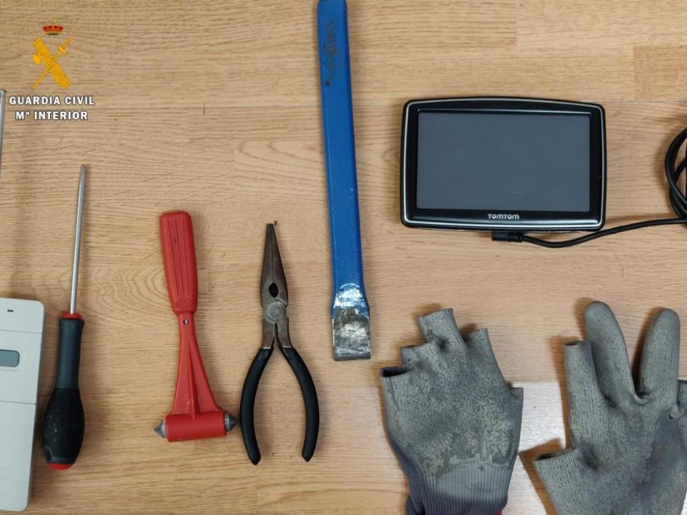 Efectos intervenidos por la Guardia Civil a los ladrones.