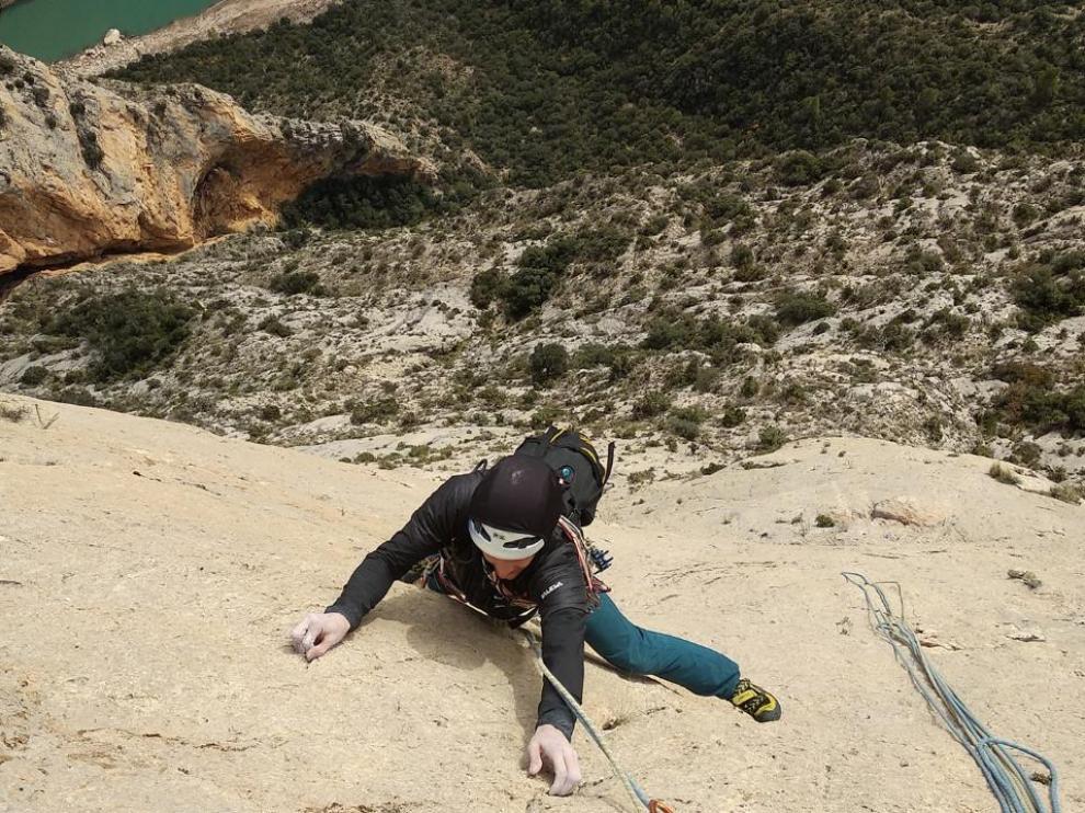Escalada sobre la roca del congosto de Montrebei este pasado fin de semana por parte del Grupo de Alpinismo de la FAM.