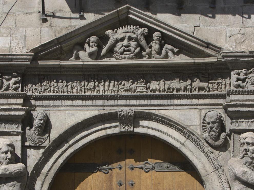 Detalle de la fachada de la Audiencia Provincial de Zaragoza.