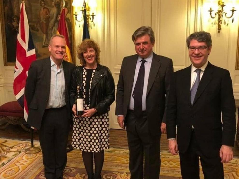 Tim Atkin, Eva Roy, Carlos Bastarreche y Álvaro Nadal, en la presentación del vino aragonés Niño Mimado.