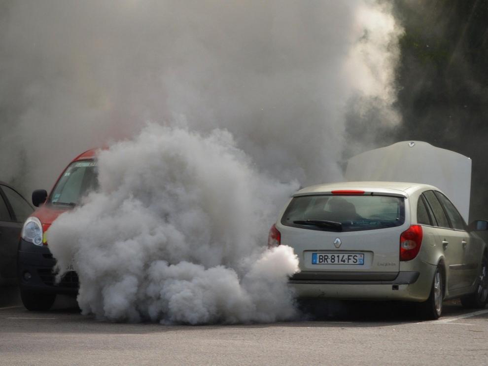 Los coches más viejos son los que más contaminan, según la OCU.