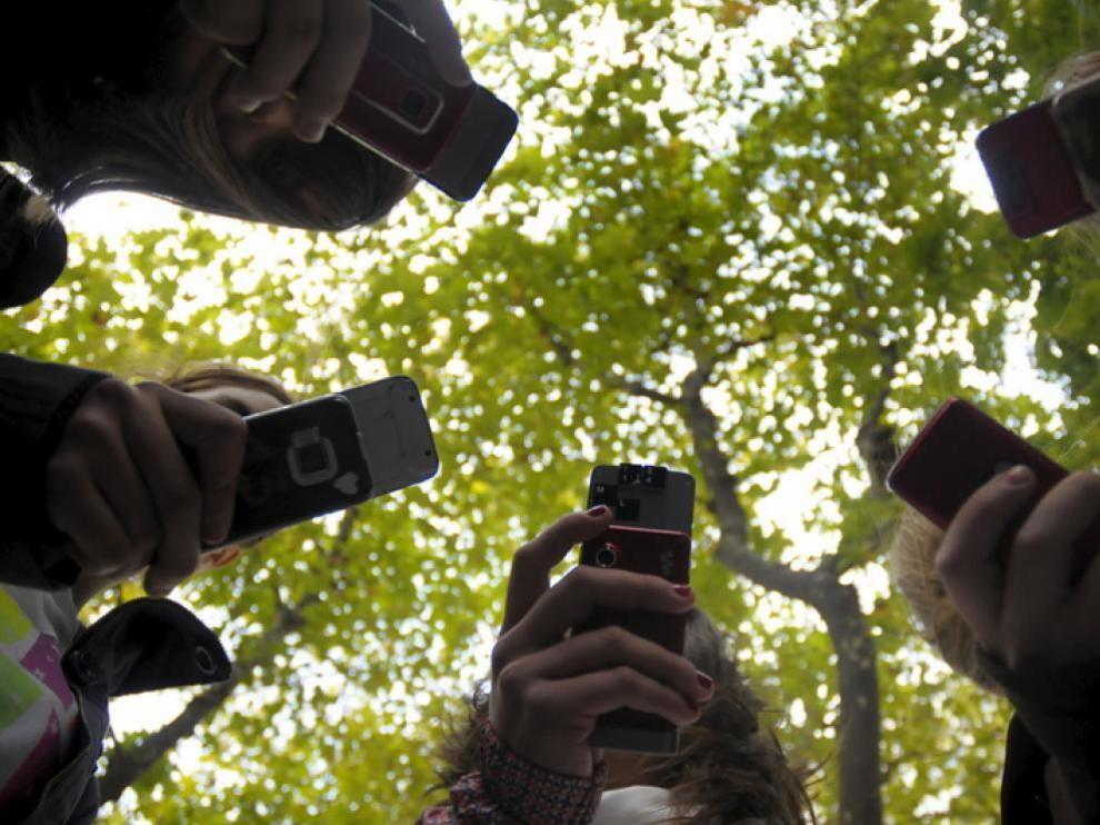 El regalo estrella para la comunión es un móvil, un dispositivo que se recomienda no regalar hasta que el menor empiece Secundaria
