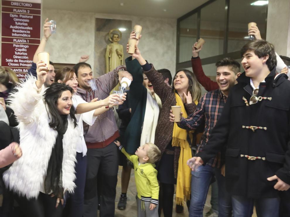 La fiesta se celebró así en el vestíbulo del colegio San Viator de Huesca.