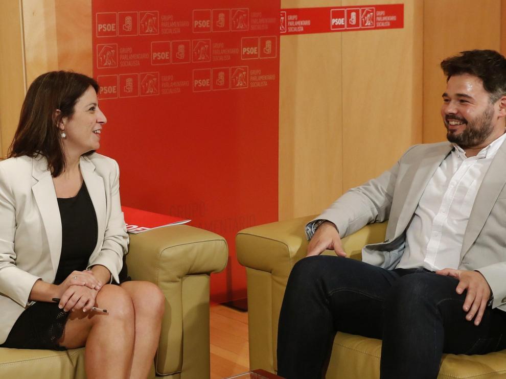 Adriana Lastra (PSOE) con Gabriel Rufián (ERC), en una reunión mantenida el pasado verano.