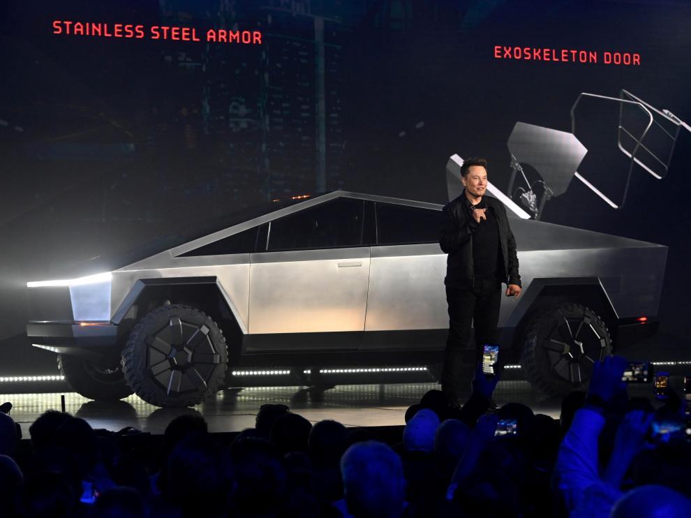 Elon Musk durante la presentación del nuevo 'pick up' de Tesla