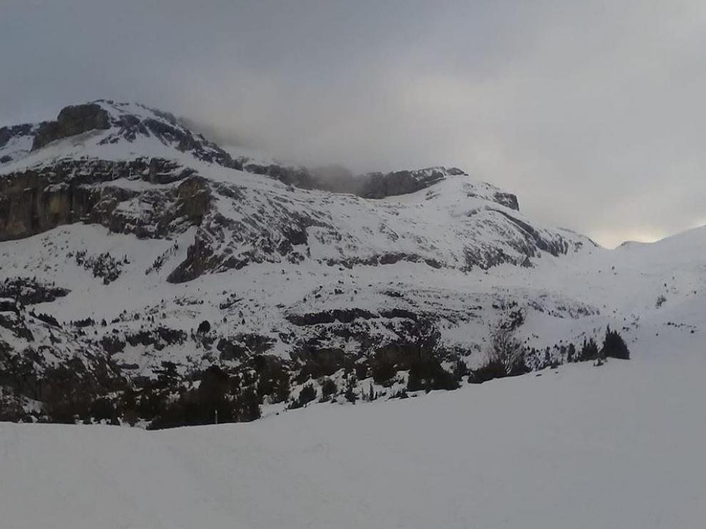 En el refugio de Lizara han amanecido este martes con 7 grados, 55 cm de nieve y cielos cubiertos.