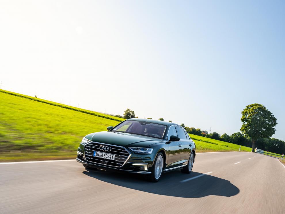 El nuevo Audi A8 presenta una versión híbrida enchufable con hasta 40 kilómetros de autonomía.