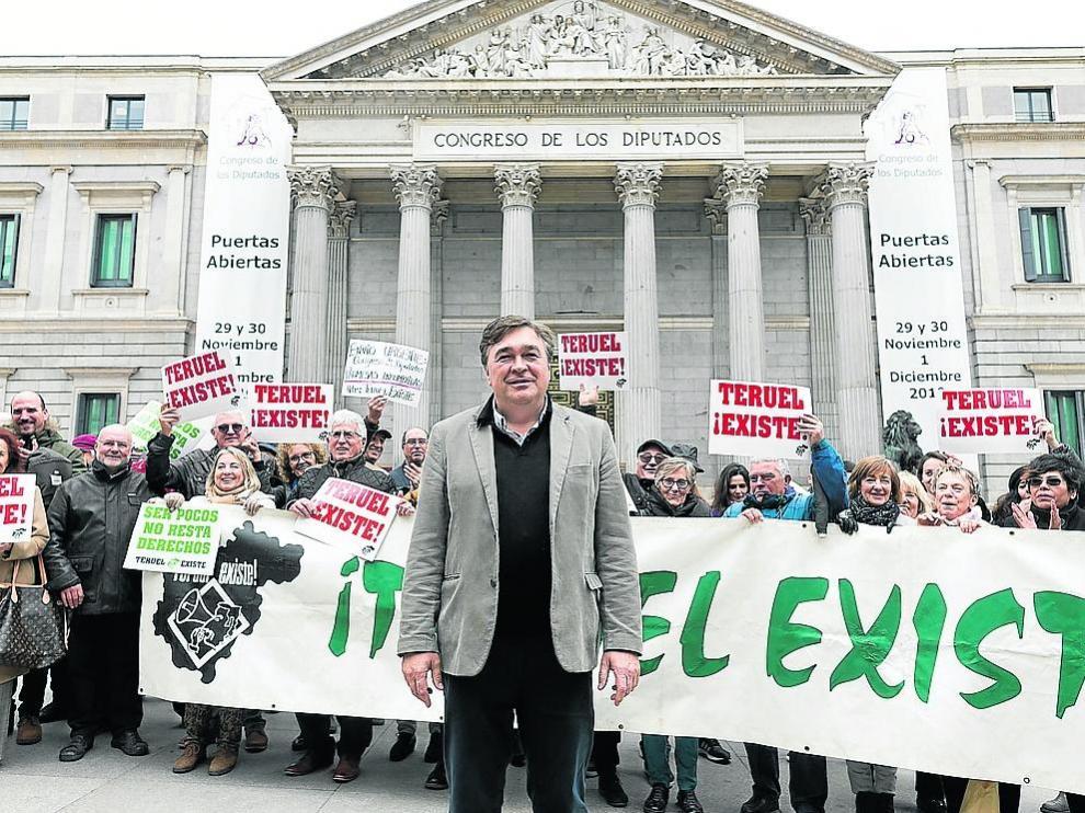 Guitarte, tras acreditarse como diputado en el Congreso, recibe el apoyo de Teruel Existe.