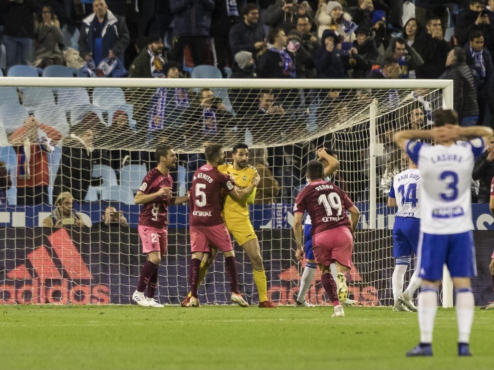 Minuto 89 del último partido jugado por el Real Zaragoza en casa, ante el Albacete. Eguaras acaba de fallar un penalti (y su rechace) con 0-0. Los manchegos ganaron 0-1 con un gol en el último segundo.