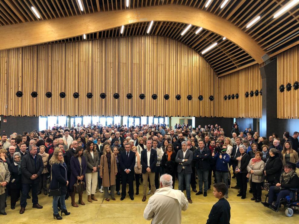 Autoridades y vecinos asistieron a la inauguración del pabellón multiusos de Figueruelas.