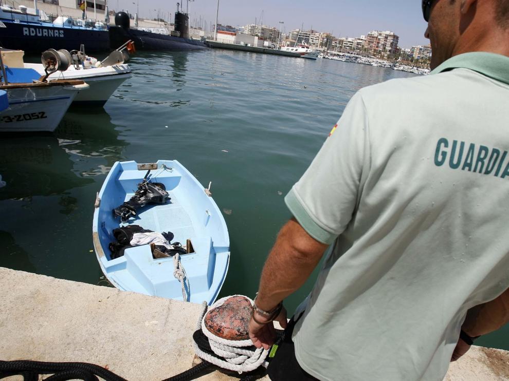 Imagen de una patera llegada a la costa de Alicante el pasado mes de agosto.