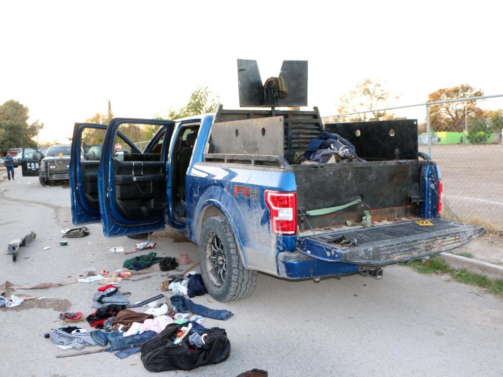 Uno de los coches blindados que usan los narcos, tras el tiroteo registrado esta madrugada en la localidad mexicana de Villa Unión.