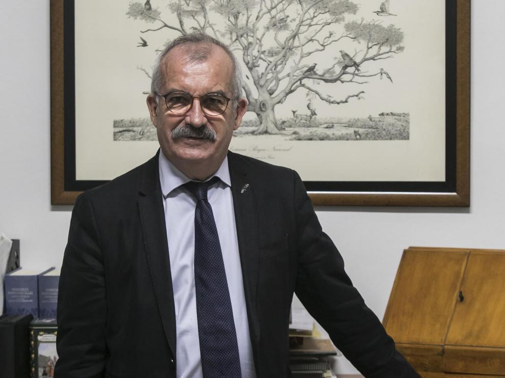 El abogado zaragozano José Manuel Marraco, defensor de Greenpeace, en su despacho.