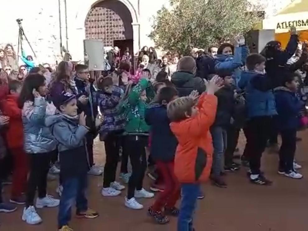 Los pequeños participaron en una coreografía conjunta, en la que también cantaron