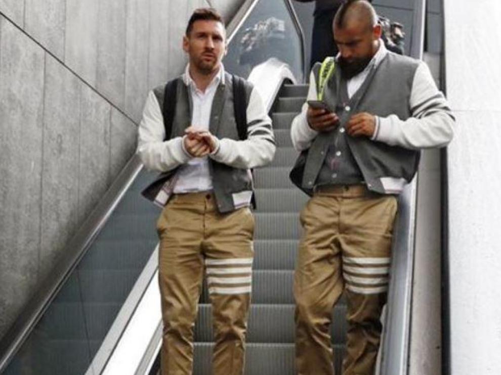 Messi y Arturo Vidal, el pasado domingo, vestidos de Thom Browne.
