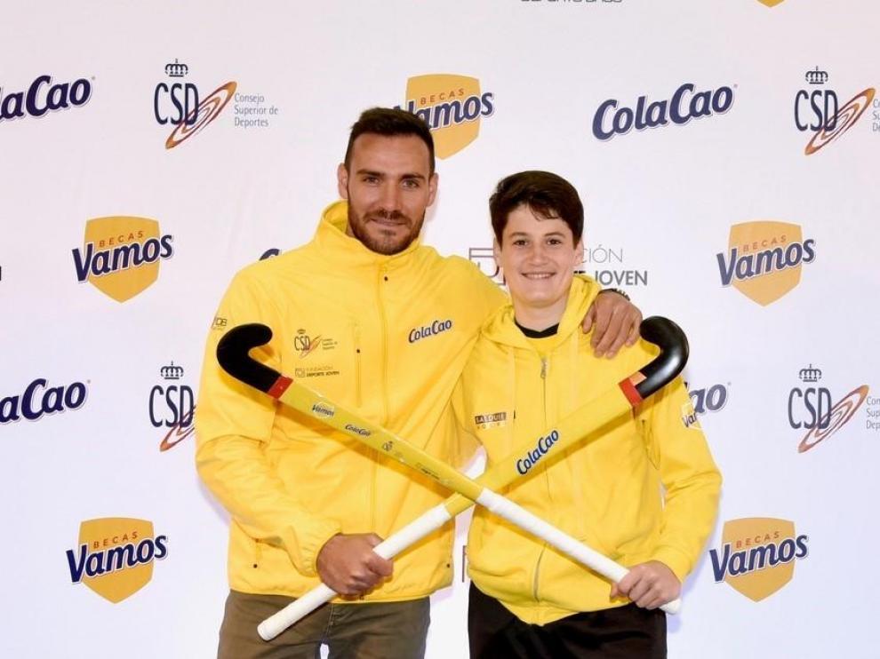 El olímpico Saúl Craviotto junto con el zaragozano Moisés Cantín, en la entrega de las Becas Vamos en el CDM Delicias
