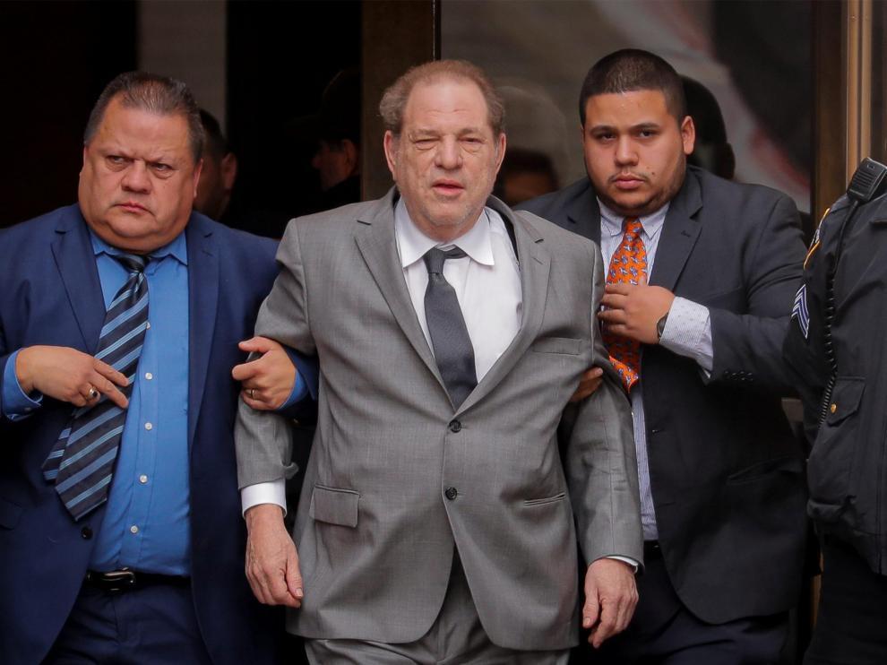 Harvey Weinstein abandona la Corte Suprema en Nueva York.