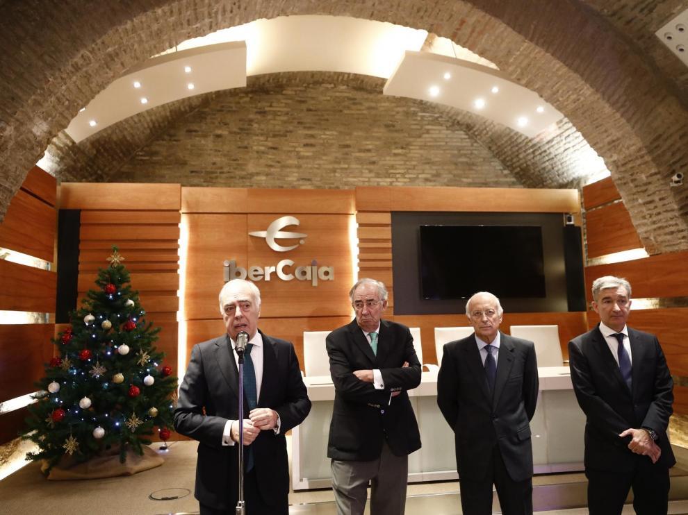 José Luis Rodrigo, Amado Franco, José Luis Aguirre y Víctor Iglesias, de Ibercaja, en el tradicional encuentro con los medios de comunicación en el Museo Goya de Zaragoza
