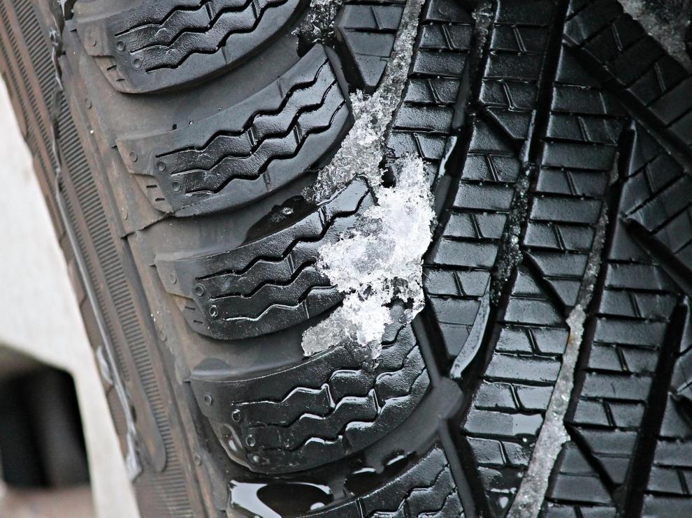 Los neumáticos de invierno ofrecen un mayor rendimiento a temperaturas menores de 7 grados centígrados.