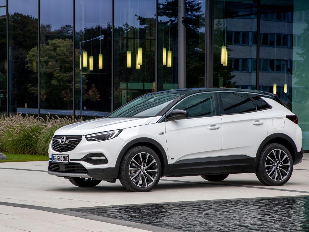 El nuevo Opel Grandland X será el primer modelo de la firma con dos versiones enchufables.