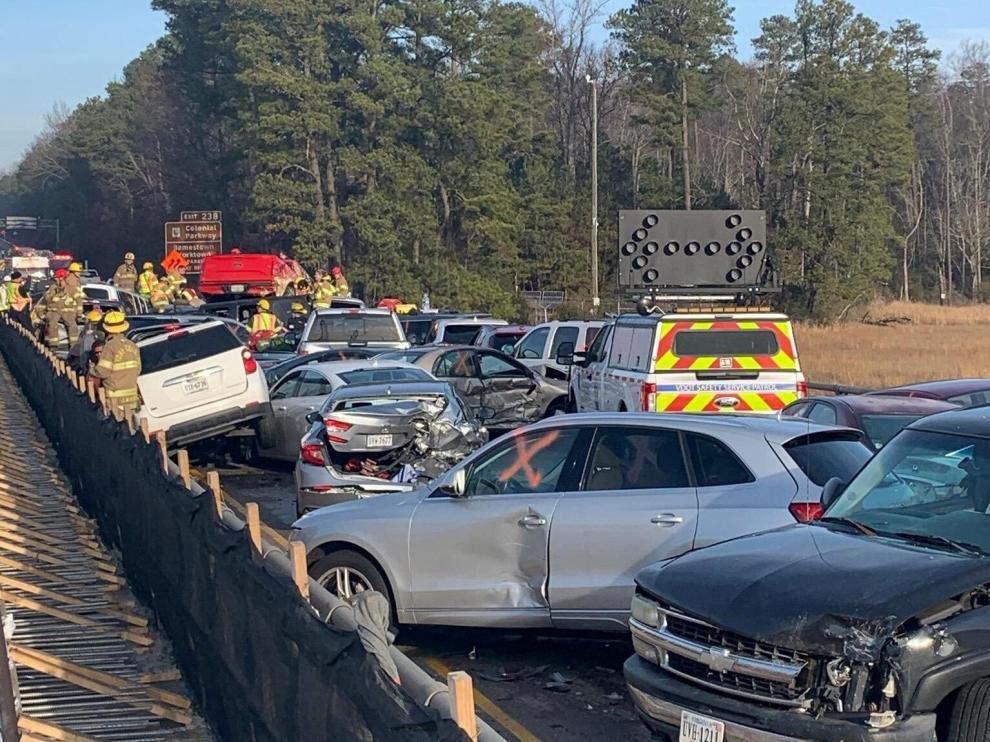 Algunos de los coches dañados en el accidente