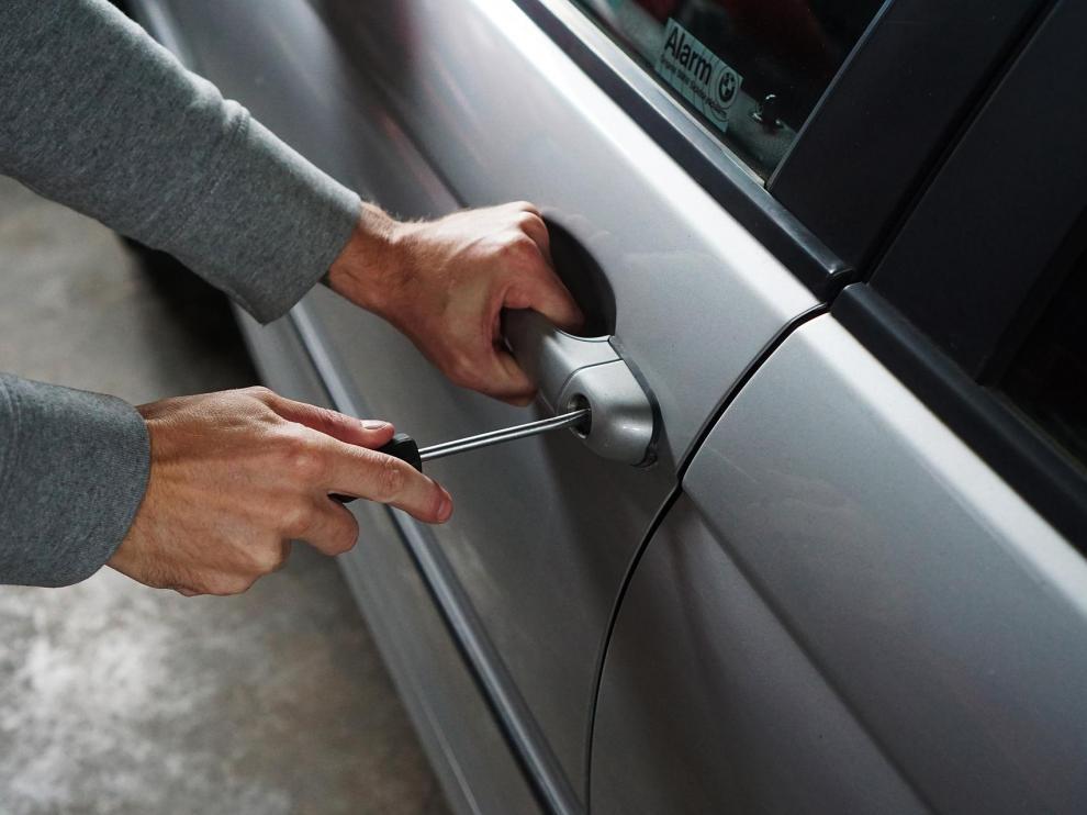 Los robos o intentos de robo en coches aumentan durante el periodo navideño.