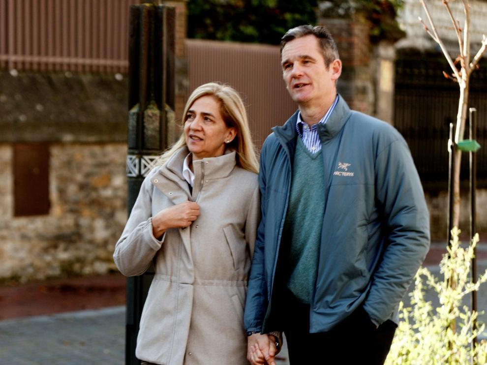 Iñaki Urdangarin y la infanta Cristina, por las calles de Vitoria el día de Navidad.