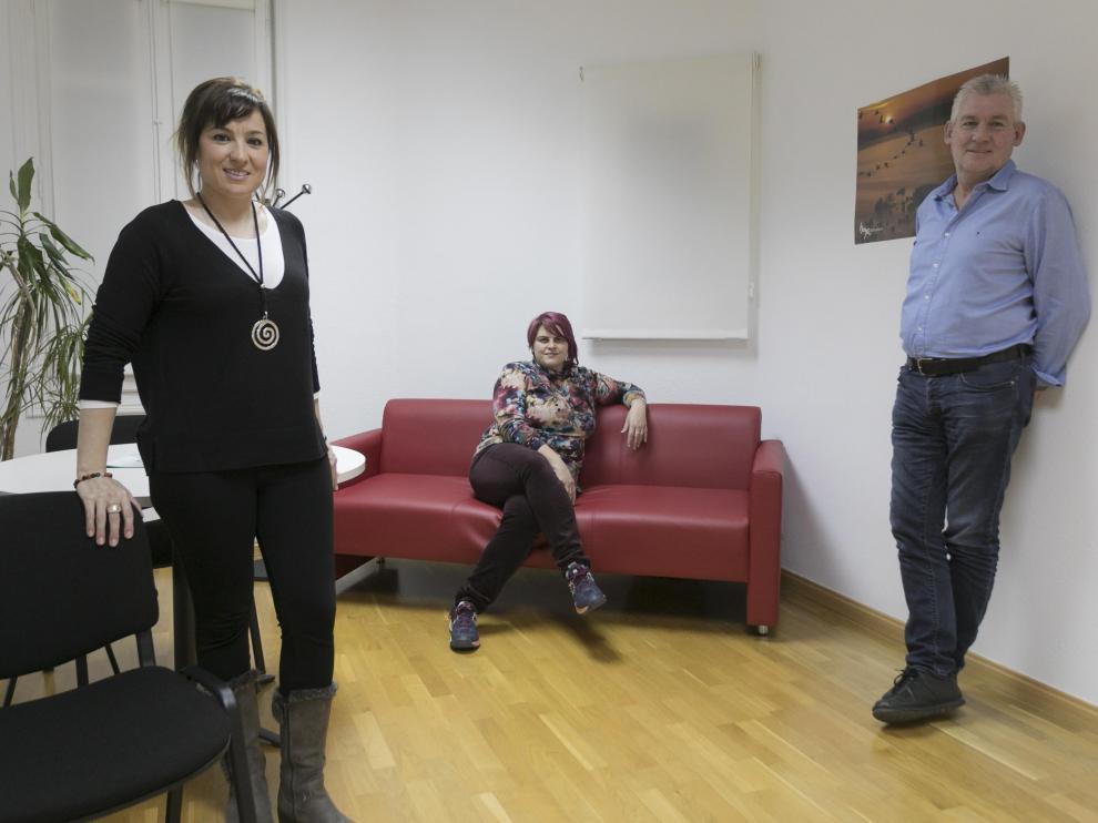 Lorena Gil, Inma Morente (de negro) y Paul McKinney, en la antigua Audiencia Provincial/ 19-12-19 / Foto Rafael Gobantes [[[FOTOGRAFOS]]]