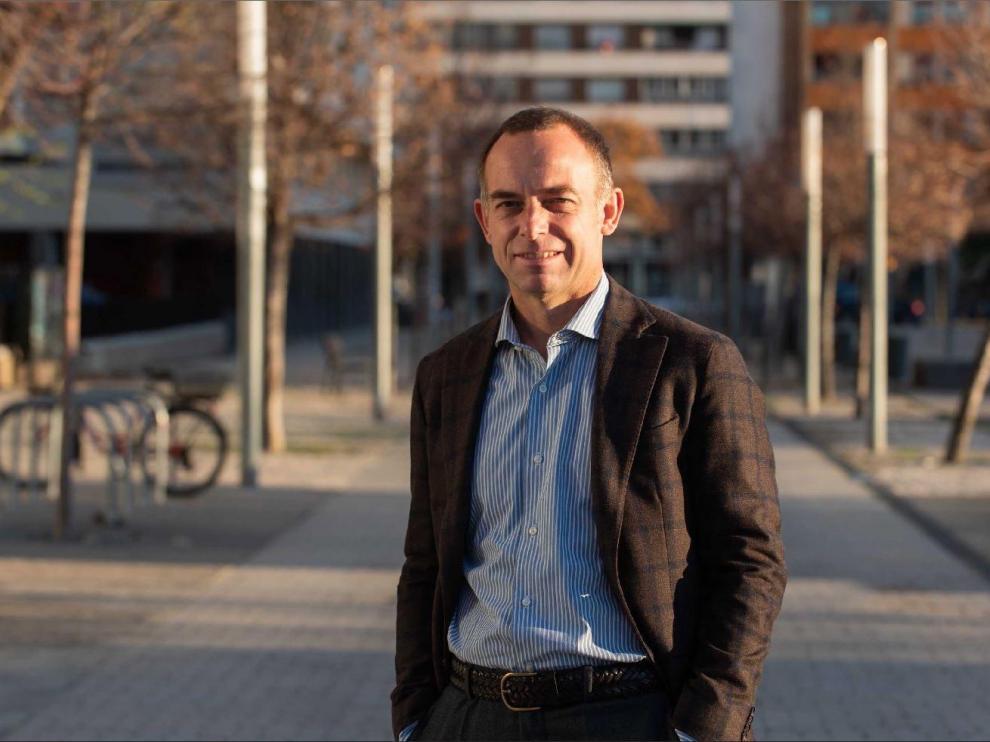 Christian Lapetra, presidente del Real Zaragoza, en la puerta de la sede del club en La Romareda, en las horas previas a la Nochebuena cuando atendió a HERALDO DE ARAGÓN.