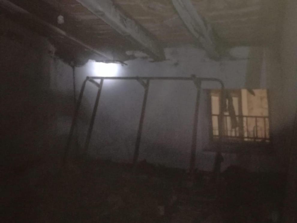 Un incendio en una casa de Mirambel afecta a su buhardilla y al tejado.