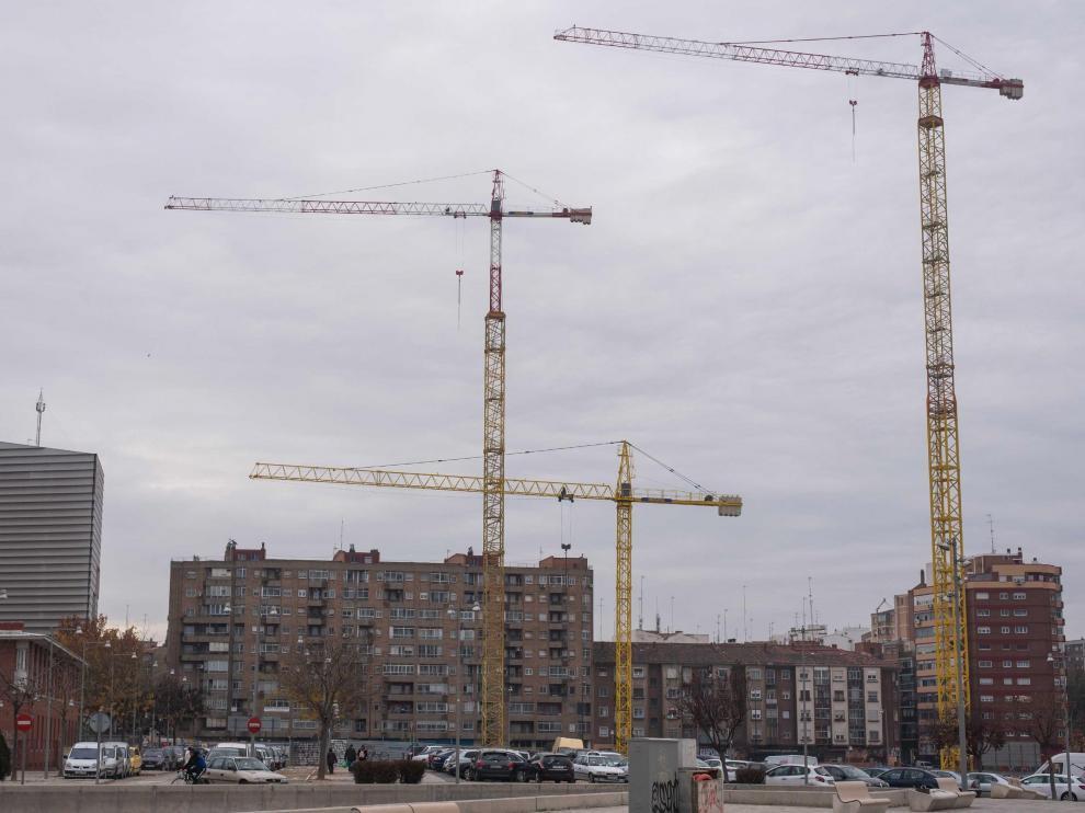 Obras en Torre Zaragoza, en el barrio del AVE de Las Delicias.