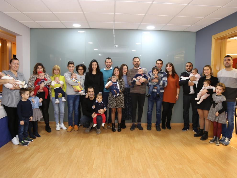 El Ayuntamiento de Mequinenza entrega los cheques bebé de 2019 en un entrañable acto celebrado en el Salón de Plenos.