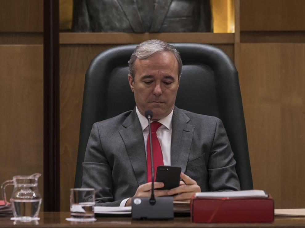 Jorge Azcón, en un pleno de julio del año pasado.