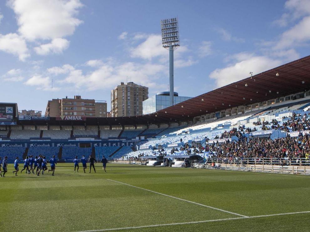 Entrenamiento del Real Zaragoza en La Romareda, el pasado sábado, a puerta abierta.