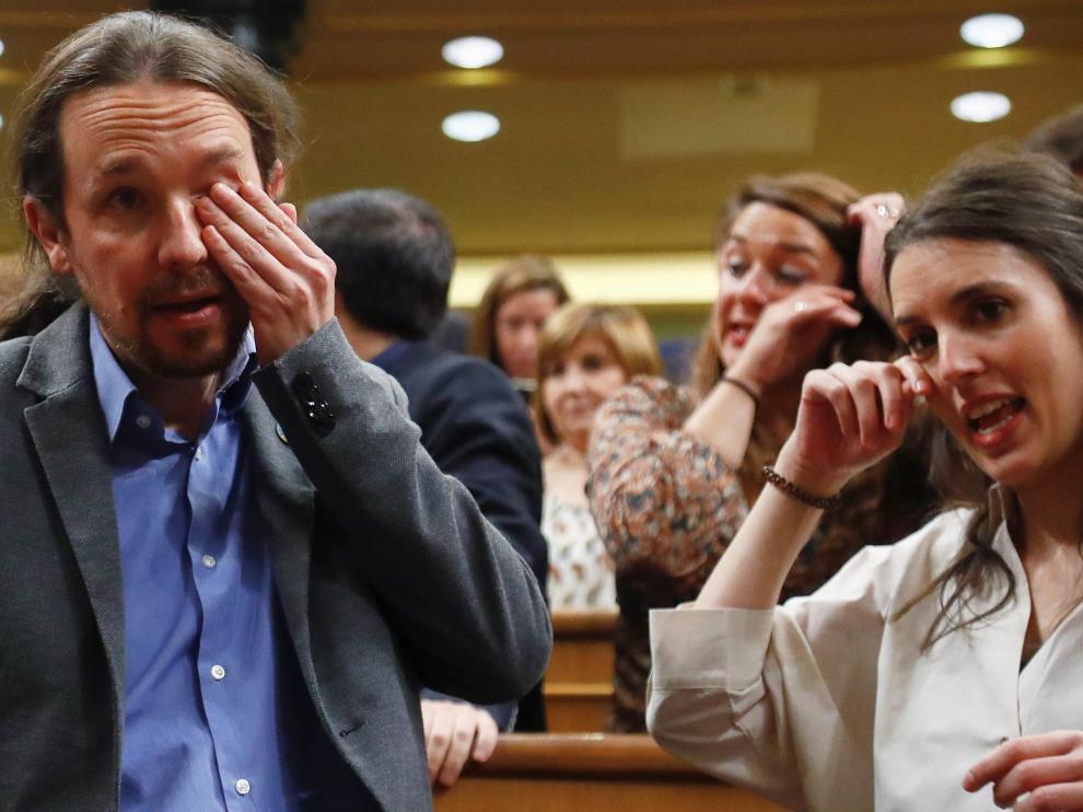 Pablo Iglesias e Irene Montero lloran tras conocer el resultado de la votación que permite el Gobierno de coalición PSOE-Podemos