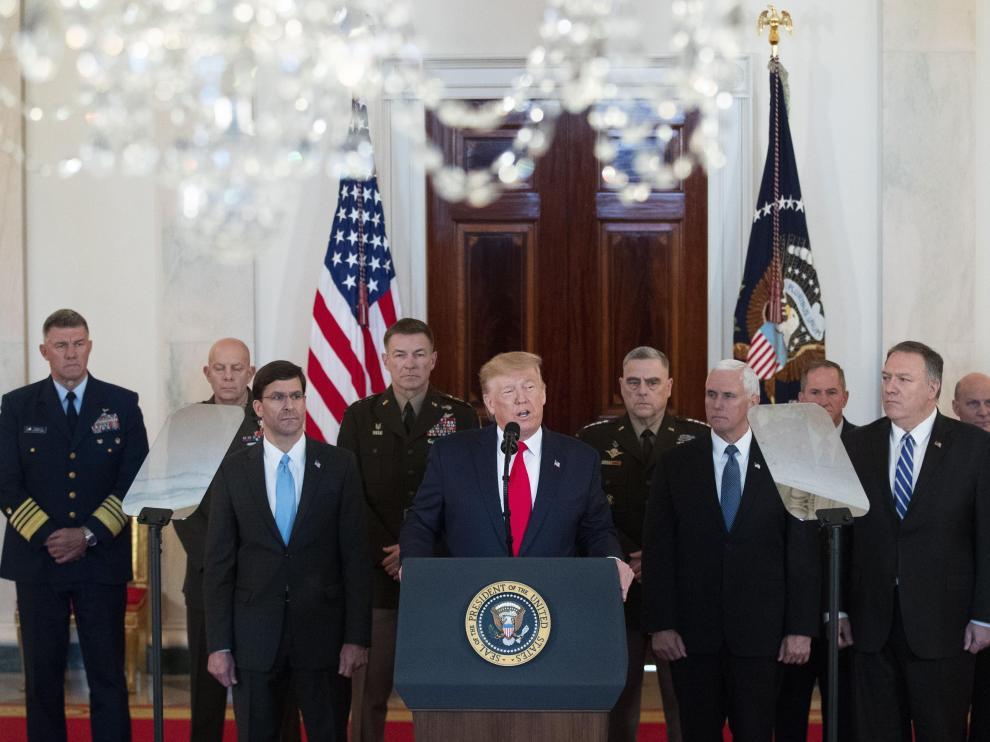 Trump, rodeado por el alto mando militar y su equipo de seguridad nacional, este miércoles en la Casa Blanca.