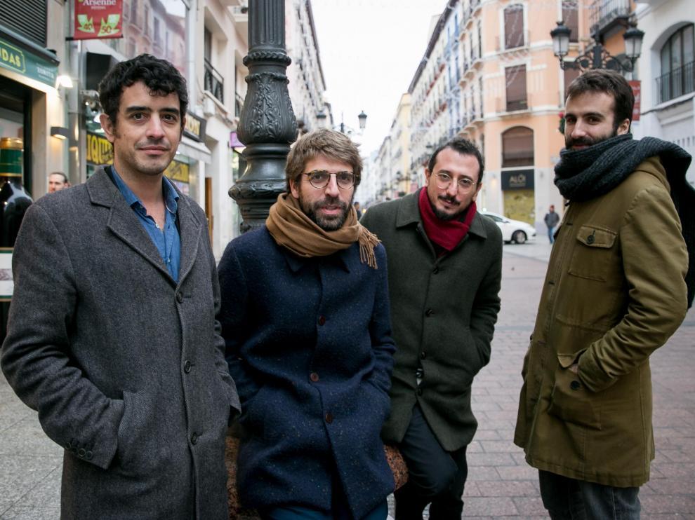 Roger Padilla, Guillem Gisbert, Arnau Vallvé y Martí Maymó posan el pasado miércoles en la calle de Alfonso I de Zaragoza.