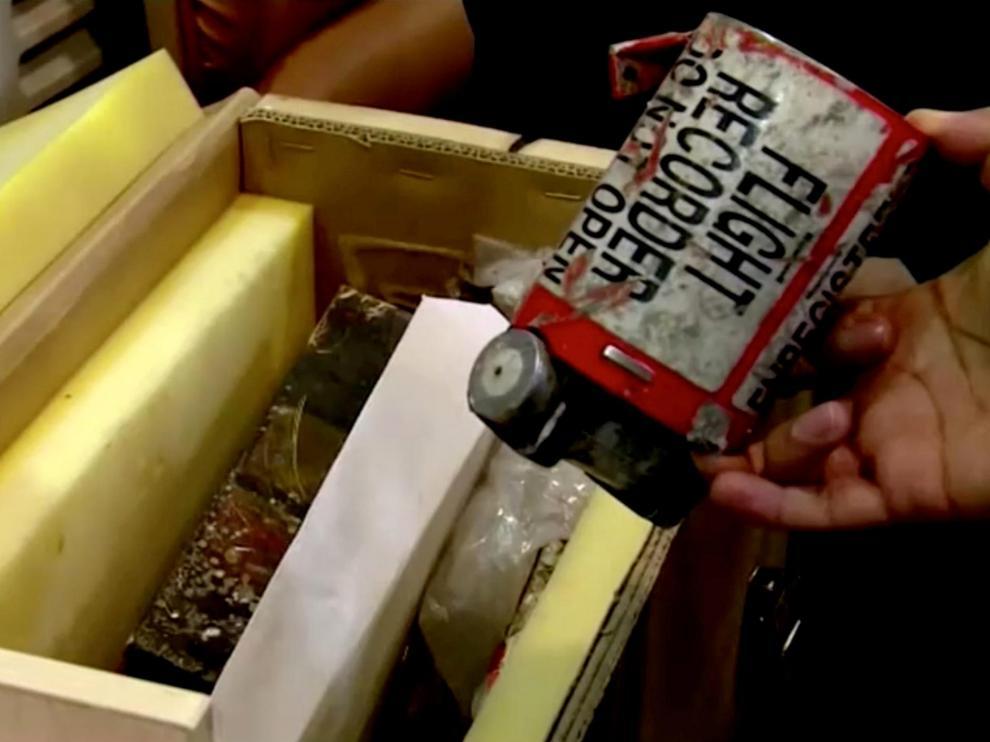 Una de las supuestas dos cajas negras del avión de Ucrania estrellado en Teherán.