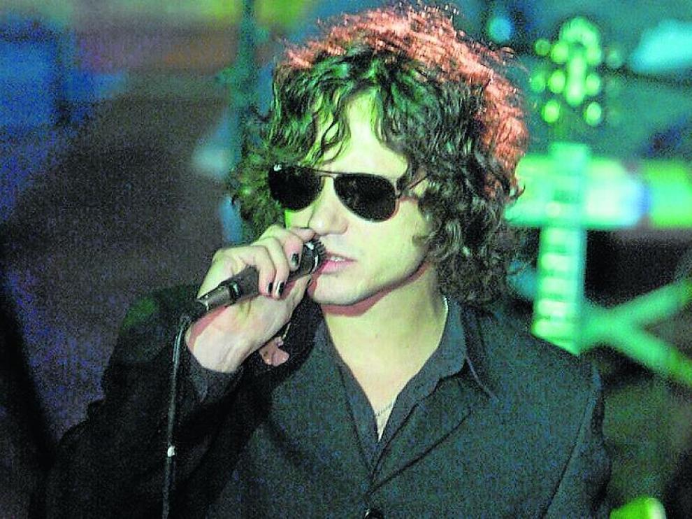 Bunbury, en un ensayo de la gira del disco en la sala Oasis, en 1999.