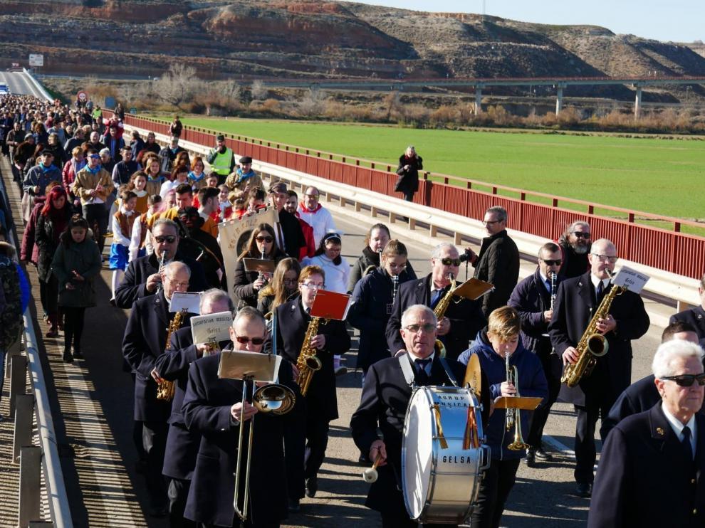 Los participantes se desplazaron hasta el puente de Gelsa.