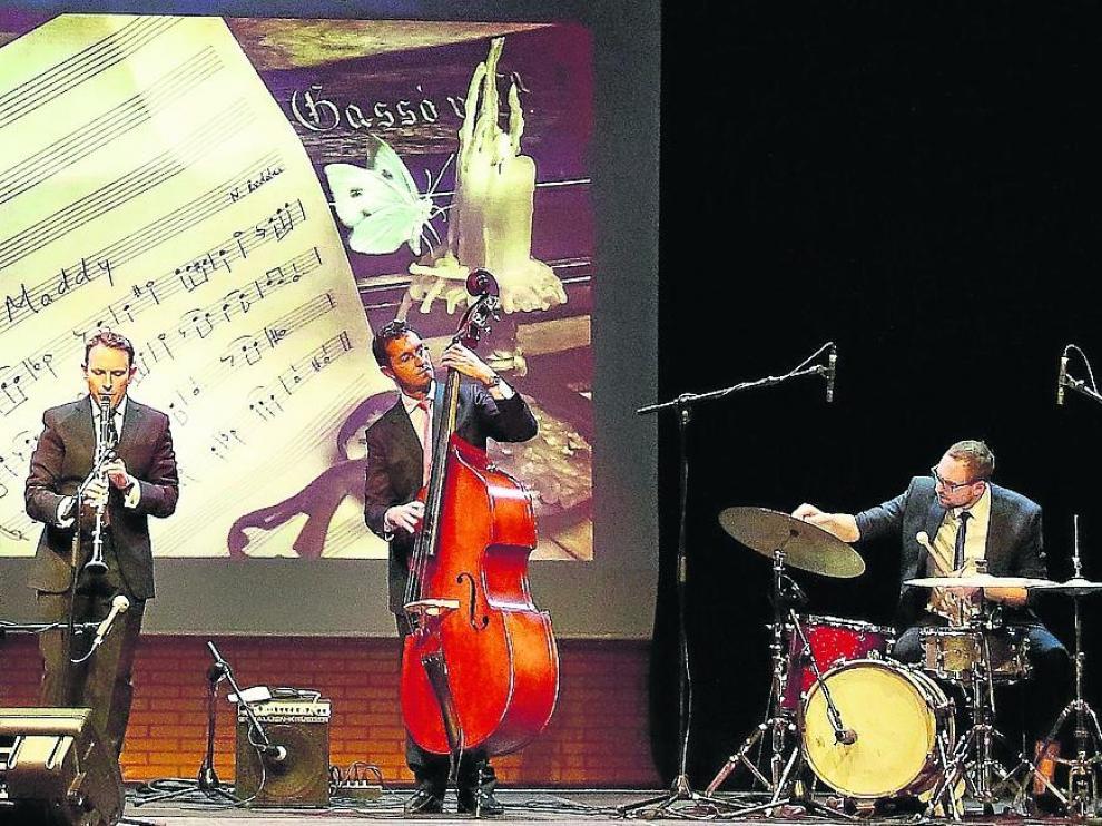 Noel Redolar (piano), Javier Calvo (clarinete), Ernesto Calvo (contrabajo) e Israel Tubilleja (batería).