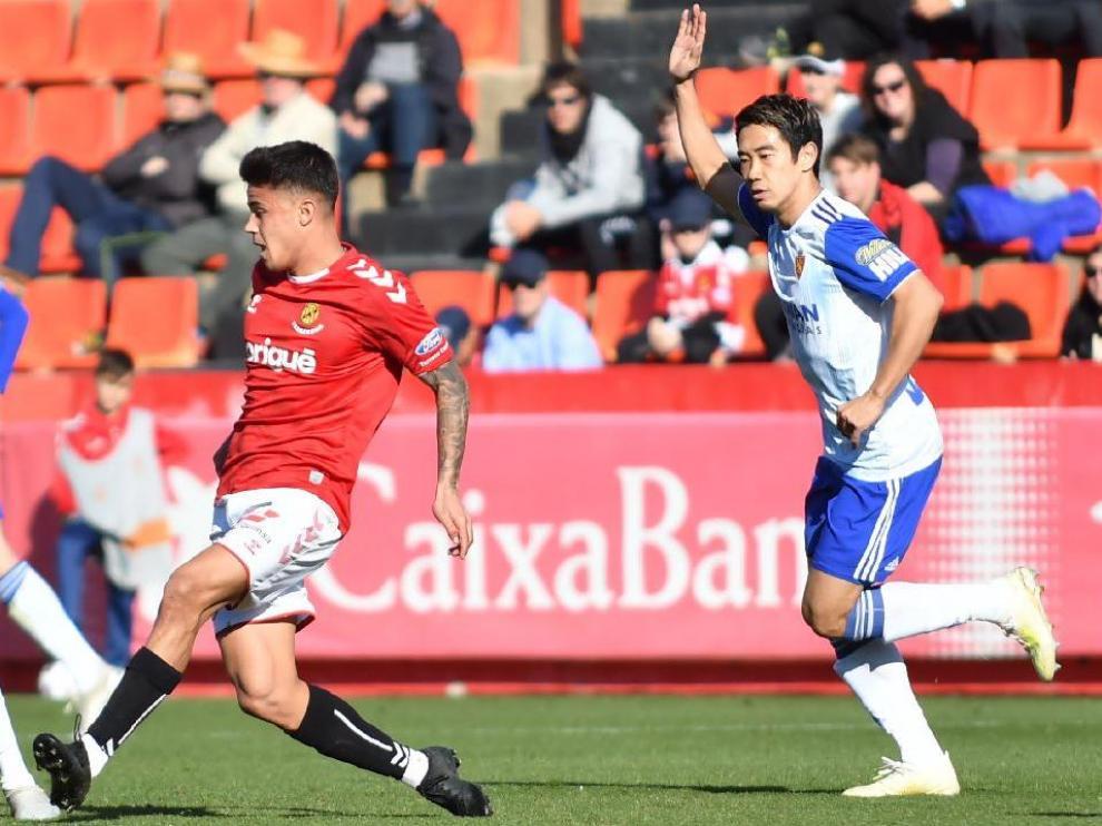 Kagawa, en una jugada del último partido del Real Zaragoza, este sábado por la mañana en Tarragona ante el Nástic en la Copa.