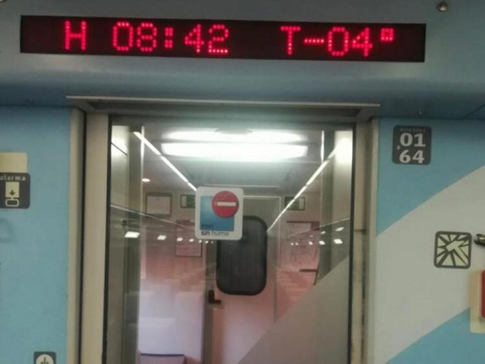 El termómetro marcaba cuatro grados bajo cero cuando los pasajeros han subido al tren en Calatayud para continuar el viaje.