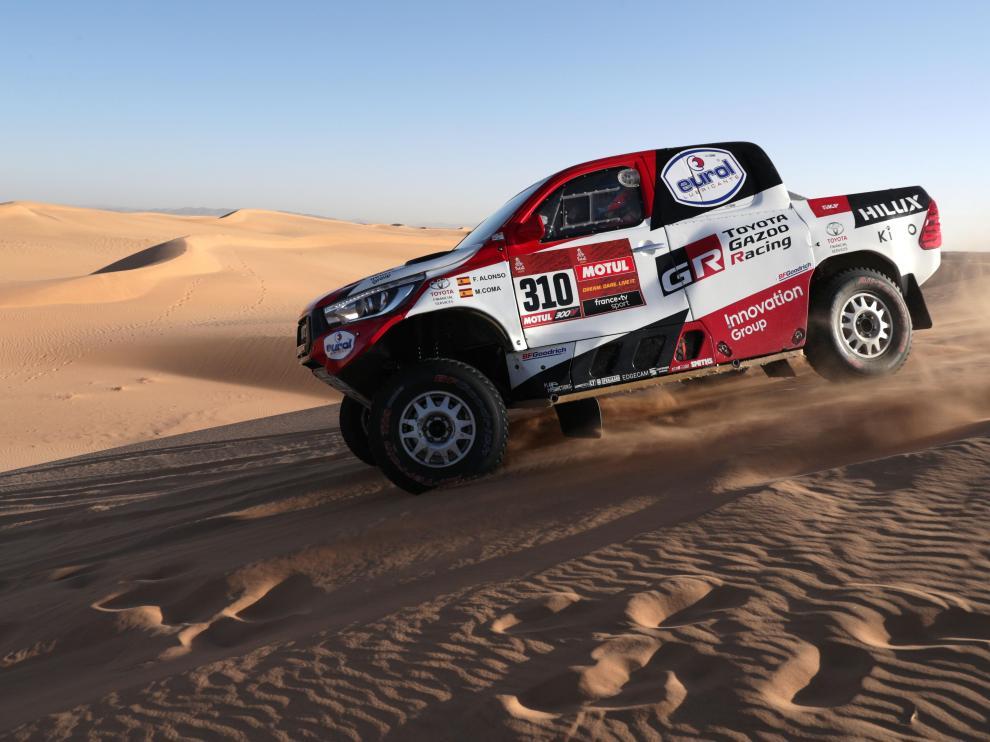 Fernando Alonso (Toyota Gaozo Racing), en acción durante la octava etapa del Rally Dakar 2020 en Wadi Al-Dawasir, Arabia Saudí