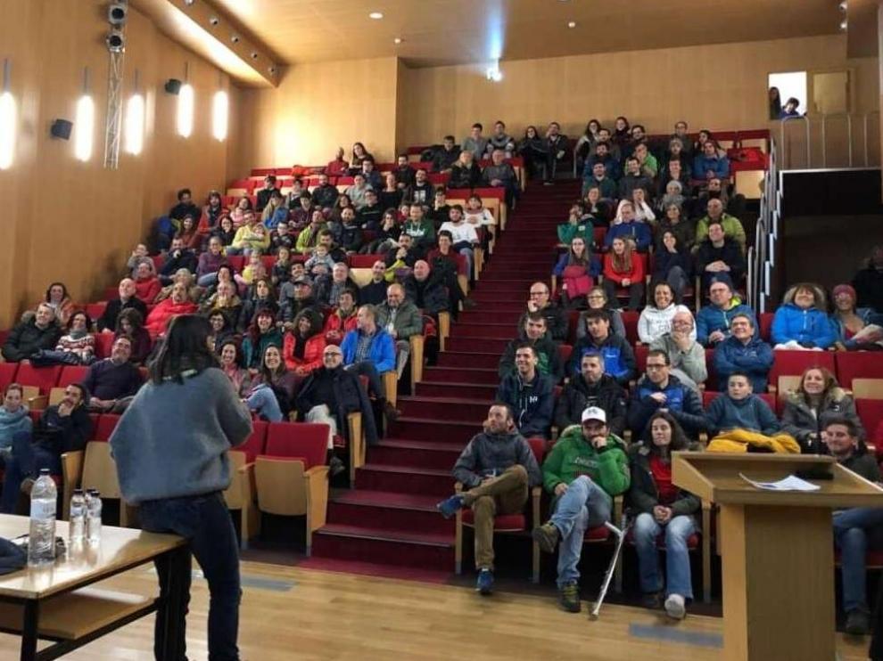 La primera actividad del nuevo club atrajo a numeroso público.