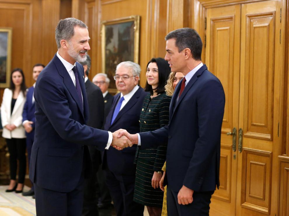 Los ministros del nuevo Gobierno prometen o juran su cargo ante el Rey.