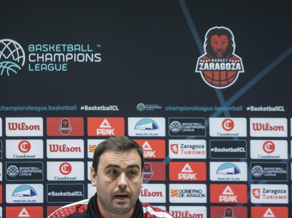 Lamúa, ayudante de Porfirio Fisac, es el encargado de analizar la previa de los partidos europeos del Casademont Zaragoza.